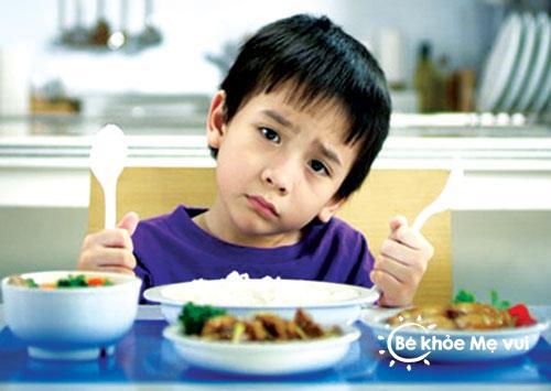Làm gì khi bé biếng ăn