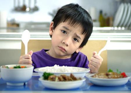 Phải làm gì khi bé biếng ăn? 1