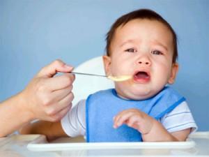 Trẻ mọc răng biếng ăn 1