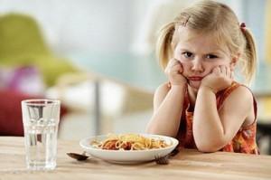 Trẻ biếng ăn có nhiều nguyên nhân khác nhau