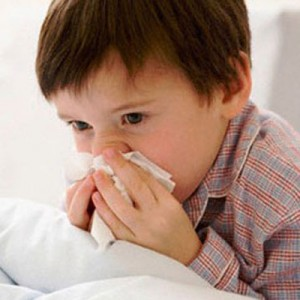 trẻ bị sổ mũi kéo dài