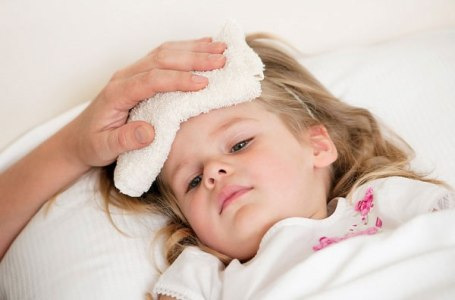trẻ bị ốm